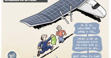 El avión solar aterriza en Sevilla